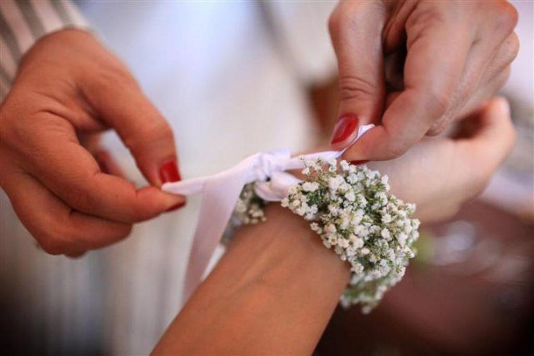 Bouquet Sposa Nebbiolina.Bouquet Da Polso Pro E Contro Matrimonio Nelle Marche