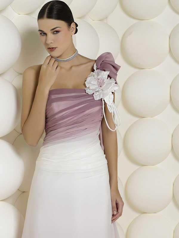 Ma indossare un abito da sposa colorato non per forza significa indossare  una tinta sgargiante. c40f420296f